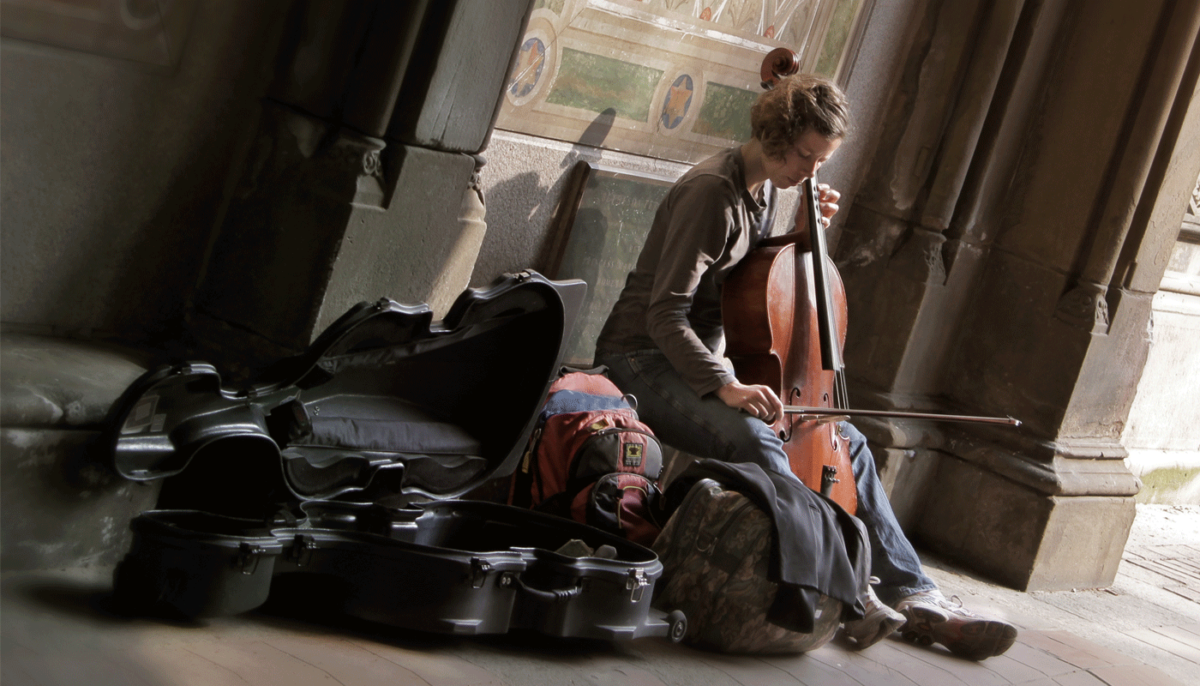 fineart-cellist-street